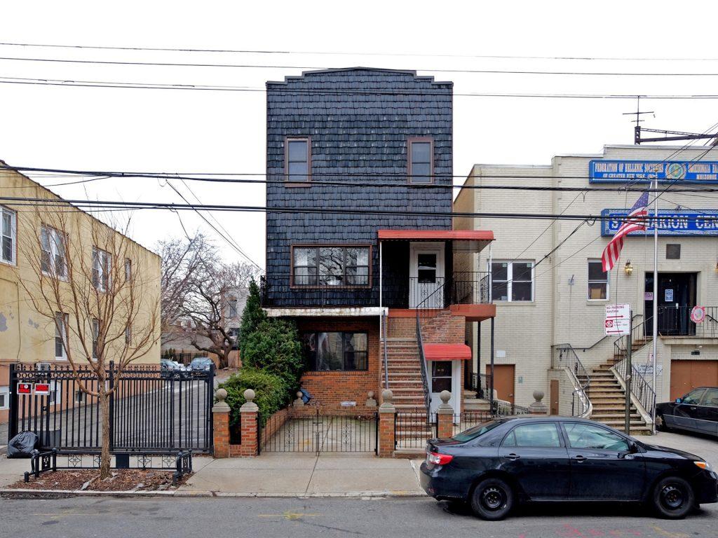 Dark Shingled Detached House, Ditmars Steinway