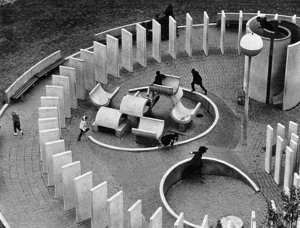 Cypress Hills Playground, Charles Forberg,Brooklyn, New York, 1967. Photo credits: Kinchin J., O'Connor A., Century of the Child: Growing by Design, 1900-2000, Museum of Modern Art, 2012.