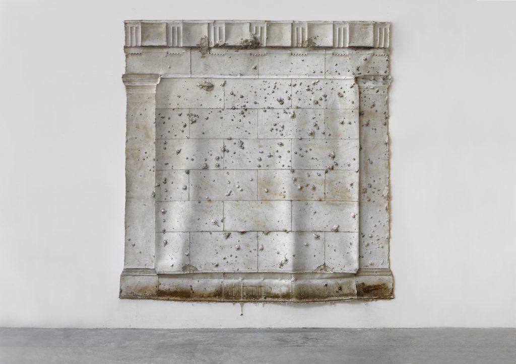 Asta Gröting, Mausoleum, 2016, Silicon, Jute, 373 x 373 x 10 cm Courtesy the artist and carlier | gebauer Asta Gröting, VG-Bild-Kunst, Bonn, 2019